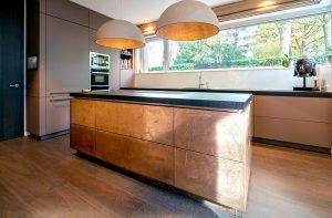 Küchenfronten in Metalloberfläche