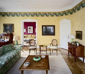 Wandflächen in Lasurtechnik ausgeführt. Wandfries dazu passend farblich abgestimmt.