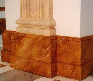 marmorierte Sockelleiste in einer Eingangshalle